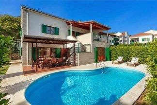 Große Villa auf der atemberaubenden Insel Hva...