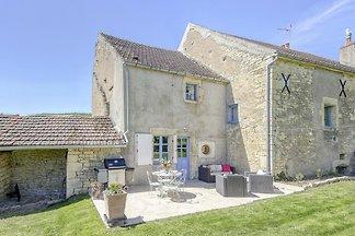 Schönes Bauernhaus in Talon mit Kamin