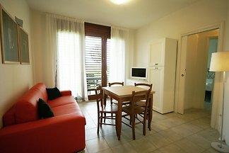 Modern eingerichtetes Apartment mit Klimaanla...