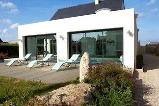 Luxuriöse Villa mit Hallenbad in Plounéour-Tr...