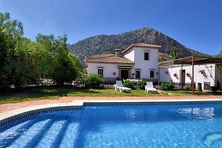 Luxuriöse Villa in Loja mit Swimmingpool