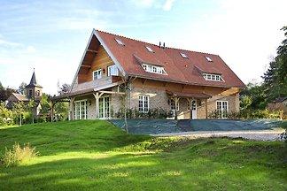 Elegante Villa mit Garten in Slenaken
