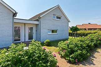 Charming Holiday Home in Zierow near Seabeach
