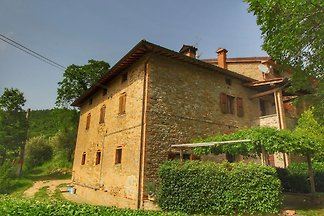 Spazioso casale in Umbria con piscina