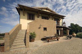 Moderne Villa in Montefiascone, Italien mit...