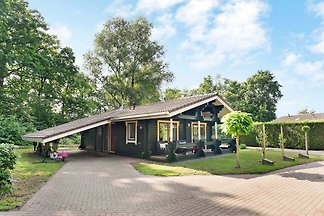 Modernes Ferienhaus am Wald in Guelders