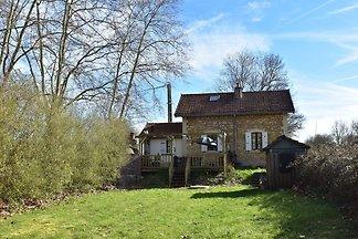 Gemütliches Ferienhaus in Montaron mit Garten