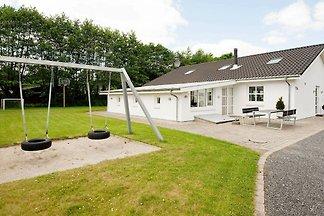 Zeitgenössisches Ferienhaus in Egå mit Pool