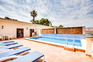 Maison de vacances confortable avec piscine à...