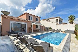 Luxuriöses Ferienhaus mit privatem Pool in Po...