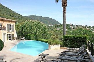 Belle villa avec piscine à Cavalaire-sur-Mer