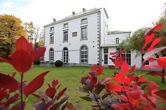 Modernes Herrenhaus in Mettet mit Sauna und e...