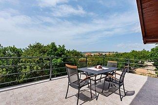 Schöne Wohnung in Maslenica mit Terrasse