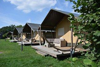 Komfortabel eingerichtete Zelthütte mit Ofen ...