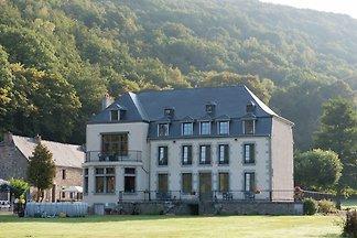 Attraktives Schloss bei Vireux-Wallerand mit...