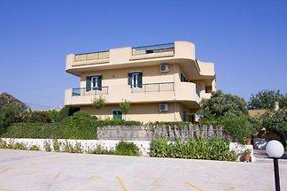 Sonnengeküsste Wohnung in Santa Maria del Foc...