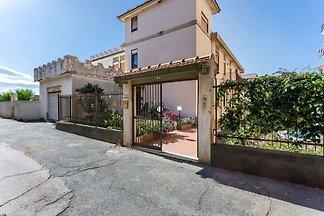 Gemütliches Ferienhaus in Niza di Sicilia mit...