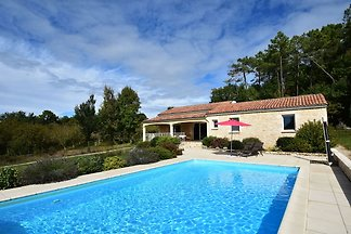 Elite-Ferienhaus mit privatem Pool in Montclé...
