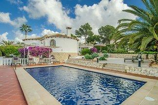 Wunderschöne Villa mit eigenem Swimmingpool i...