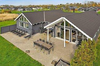 Luxuriöses Ferienhaus mit Indoor-Pool in...