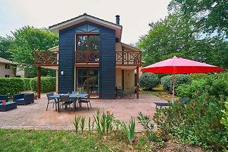 Luxuriöse freistehende Villa mit schönem Gart...