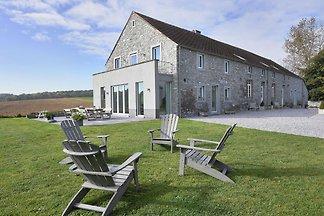 Luxuriöses Ferienhaus in Mettet mit Innenpool...