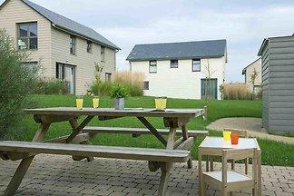 Kinderfreundliche Villa mit Ofen, in Seenland...