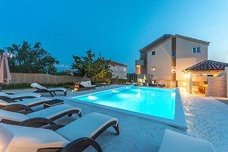 Modernes Ferienhaus in Pristeg mit Pool