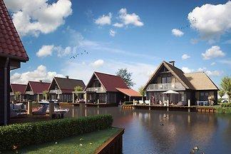 Luxe watervilla met drie badkamers, bij de Fr...