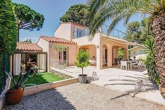 Luxuriöse Villa mit Sauna in Mouans-Sartoux
