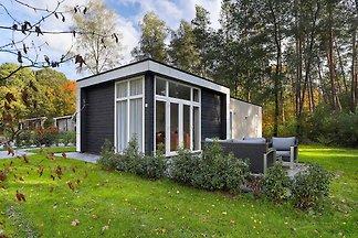 Modern huis met rustige ligging aan de...