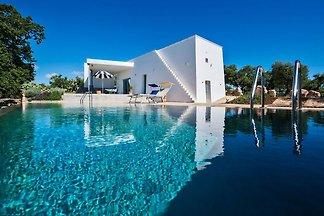 Moderne Villa in Cisternino mit Swimmingpool