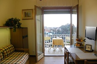 Well-kept apartment with terrace or balcony i...
