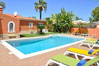 Villa in einer ruhigen Gegend mit privatem Po...
