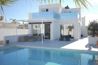 Luxuriöse Villa mit eigenem Pool in San...