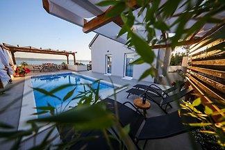 Hübsches Ferienhaus mit eigenem Swimmingpool