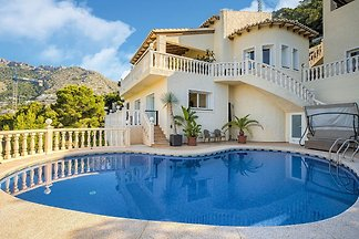 Luxuriöse Villa mit privatem Pool am Meer in...