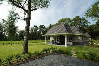 Freistehende Villa mit Außenkamin in der Nähe...