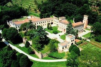 Königsschloss in schöner Landschaft bei Padua...