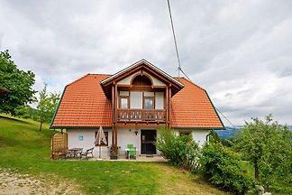 Schönes Ferienhaus in Thürn mit Balkon