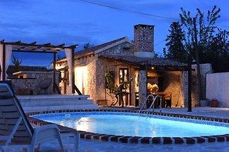 Charmant vakantiehuis met privézwembad, fraai...