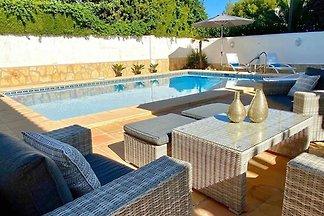 Charmante villa met privé zwembad gelegen op ...