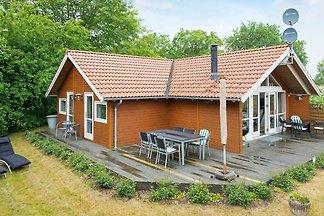 Geräumiges Ferienhaus in Allingåbro mit Sauna