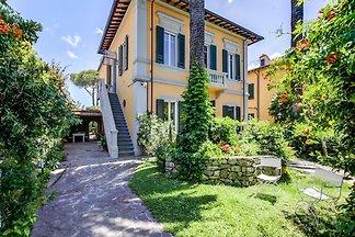 Spazioso appartamento in Villa storica a Pisa