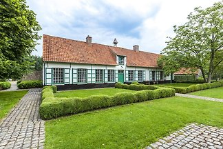 Traditioneller Bauernhof in Beernem mit Sauna