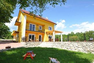 Luxuriöse Villa in Tijarica mit privatem Pool