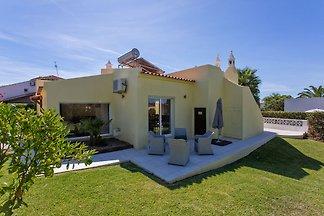 Schöne geräumige Villa in ruhiger Lage mit pr...