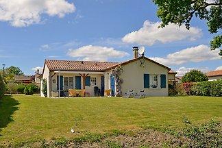 Freistehende Villa mit großem Garten in...