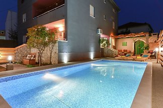 Luxuriöse Villa in Zadar mit Swimmingpool