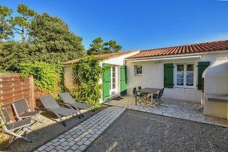 Modern Holiday Home in Sainte-Marie-de-Ré nea...